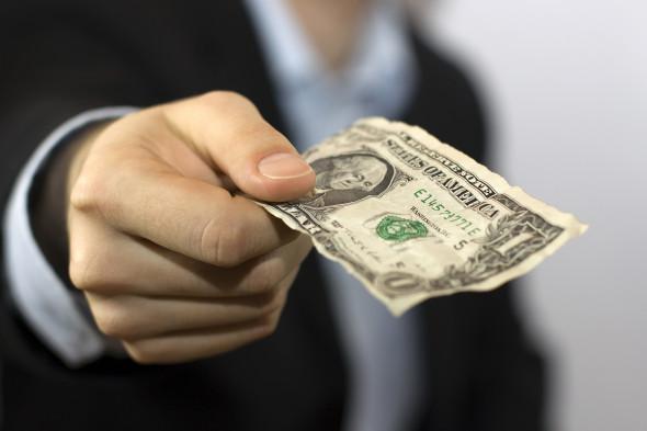 Крупный бизнес России готовится к отключению от долларов