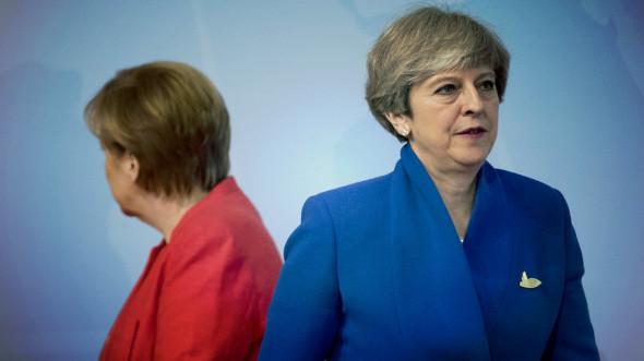 Нерукопожатная: Меркель унизила Терезу Мэй