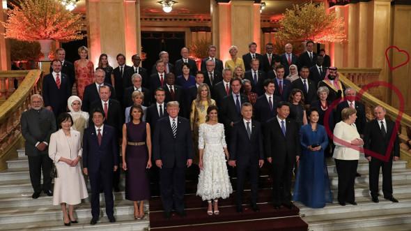Традиционное фото на G20: главы государств с супругами