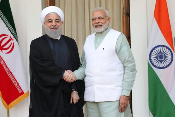 Индия и Иран отказались от доллара и евро при оплате поставок нефти