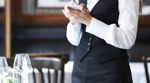 Новые законы Нью-Йорка в действии: почему рестораны поднимают цены и увольняют сотрудников