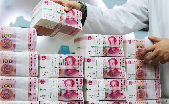 ВЭБ решил занять 300 млрд руб. в рублях, юанях и иенах