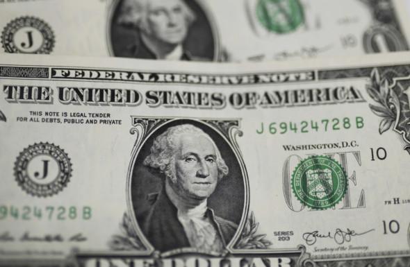 Bloomberg оценил потери России от дедолларизации за год почти в $8 млрд